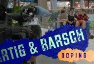 Moderator Georg spricht mit jungen Passanten über Doping