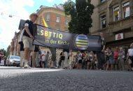 Homosexuelle demonstrieren für unterschiedliche Lebensformen in der Kirche