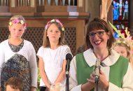 Pfarrerin sabine Löw hält einen Erntedank Gottesdienst in der Oswaldkirche in Weilimdorf