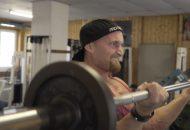 Karl Ess beim Fitnesstraining