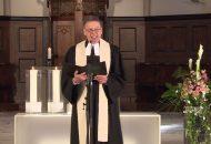 Dekan Rolf Ulmer hält den Gottesdienst in Göppingen