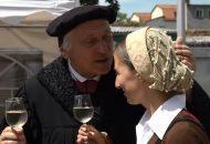 Martin Luther küsst Katharina von Bora liebevoll die Stirn