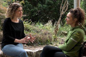 Moderatorin Juliane Eva Eberwein im Interview mit Natalie Henkel über ihren Motorradunfall