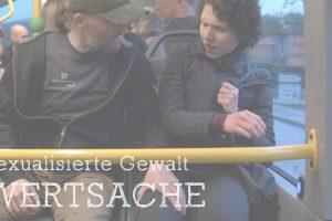 Eine Frau wird im Bus von einem Mann an den Oberschenkel gefasst und sexuell belästigt