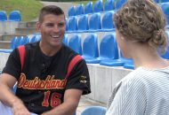 Simon Gühring spricht mit Moderatorin Juliane Eva Eberwein über Leistungssport und Glaube