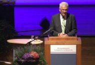 Ministerpräsident Kretschmann bei seinem Vortrag auf der Synode