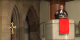 Gloria-Gottesdienst: Bild zeigt Landesbischof July während seiner Predigt auf der Kanzel