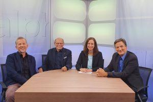 Organspende: Bild zeigt Heidrun Lieb mit ihren Gästen an einem Tisch sitzend.
