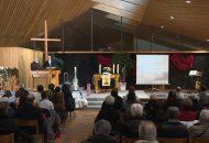 Gloria-Gottesdienst: Bild zeigt sitzende Menschen in der Kirche in Denkendorf