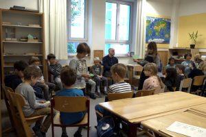 Inklusion. Bild zeigt eine Schulklasse im Klassenzimmer im Stuhlkreis